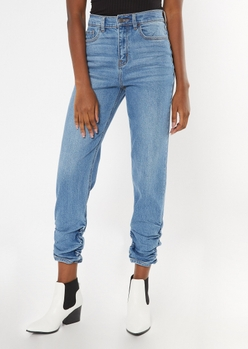 medium wash ruched ankle mom jeans - Main Image