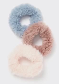 3-pack fluffy faux fur scrunchie set - Main Image